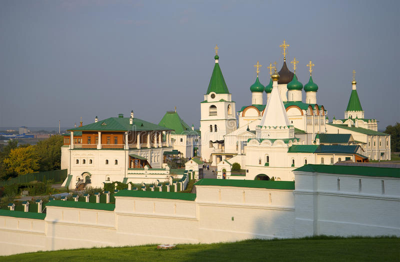 August afton för Voznesensky Pechersky kloster Nizhny Novgorod arkivbild