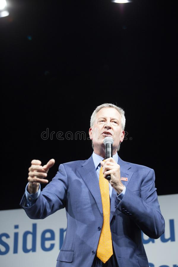 10. August 2019 in Des Moines, Iowa: Bill de Blasio spricht stockbilder