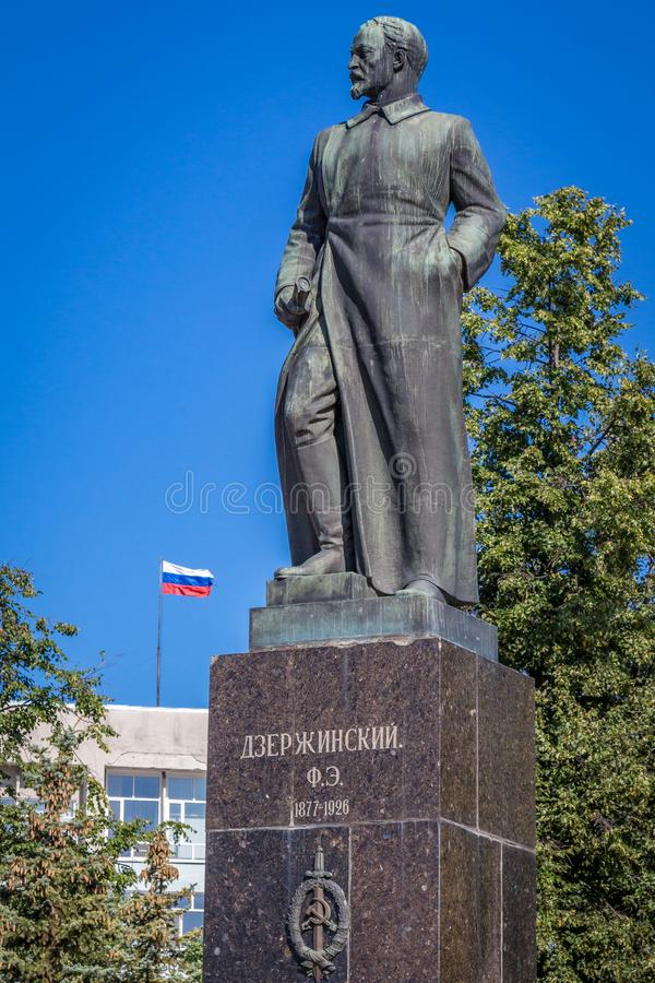 2 august 2014 Dzerzhinsk Ryssland: monument till Felix Dzerzhynskiy, berömd sovjetisk revolutioner royaltyfri fotografi