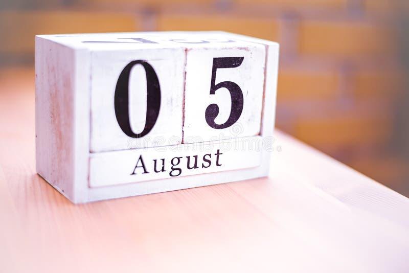 5. August-August 5 - Geburtstag - internationaler Tag - Nationaltag stockbild