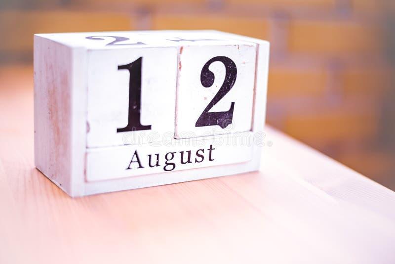12. August-August 12 - Geburtstag - internationaler Tag - Nationaltag lizenzfreie stockbilder