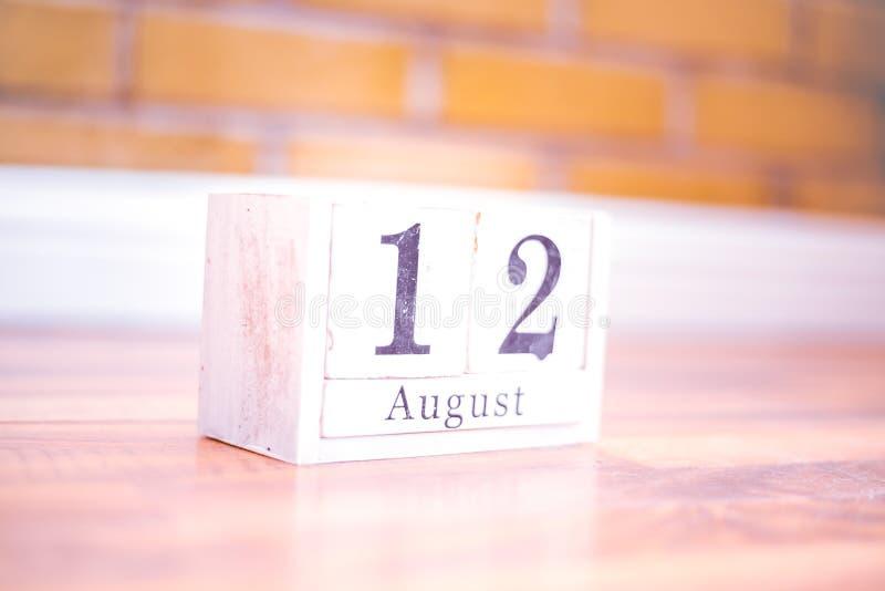 12. August-August 12 - Geburtstag - internationaler Tag - Nationaltag stockbilder