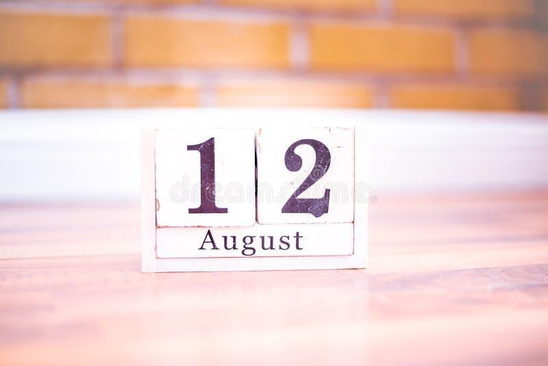 12. August-August 12 - Geburtstag - internationaler Tag - Nationaltag lizenzfreies stockbild