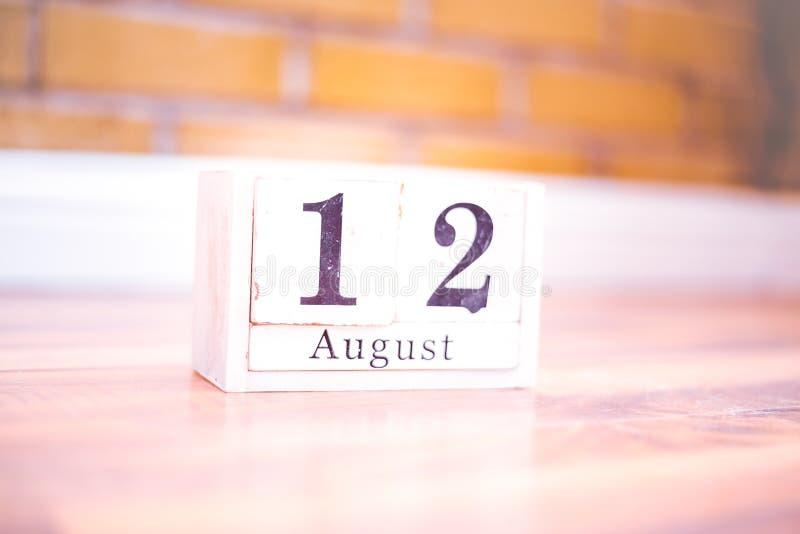 12. August-August 12 - Geburtstag - internationaler Tag - Nationaltag stockbild