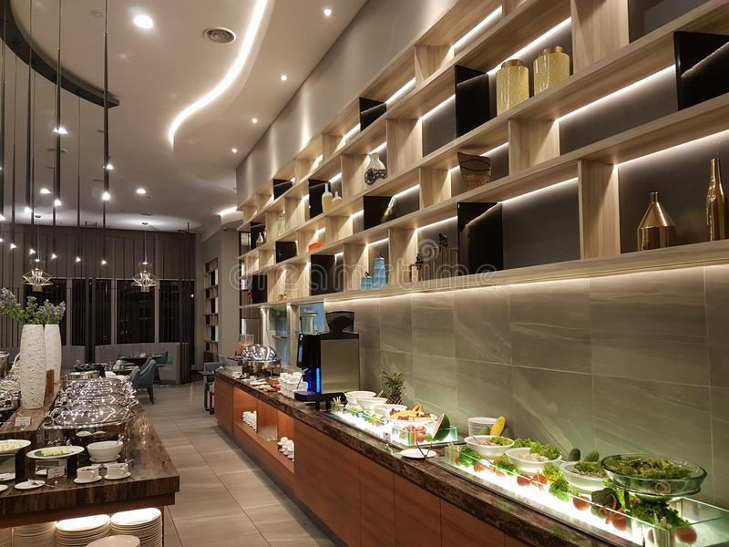 15. August 2018 Kuala Lumpur Das Restaurant den ganzen Tag, speisend gegründet in Mercure Selangor Selayang-Hotel stockbilder
