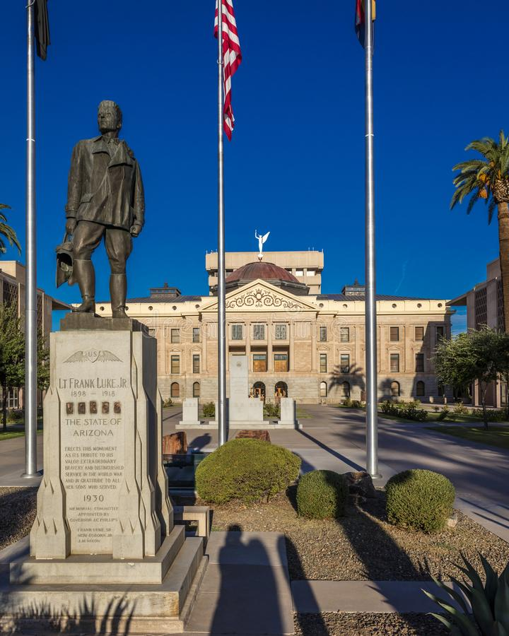 23. August 2017 - PHOENIX ARIZONA - Statue von lt Franke Luke Jr vor Staat Arizona Arizona, Markstein lizenzfreie stockfotografie
