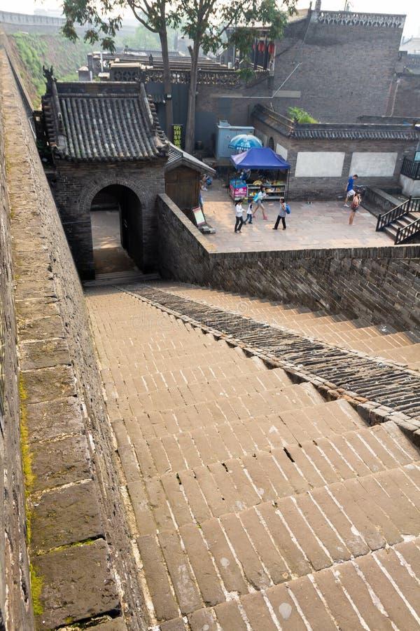 August 2013 - Pingyao, China - Eintrittstreppenhaus der alten Wände, welche die alte Stadt von Pingyao schützen lizenzfreie stockfotografie