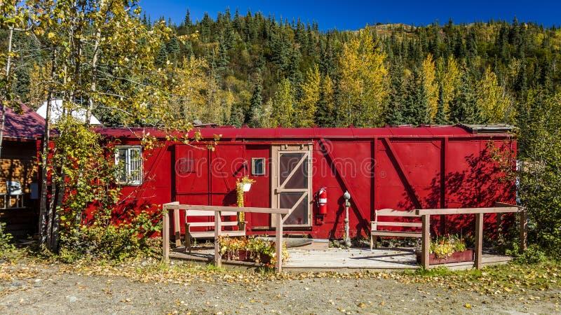 29. August 2016 - rotes Eisenbahnc$auto-haus, Kantishna, Alaska, MNT Denali Nationalpark, Alaska US stockfoto