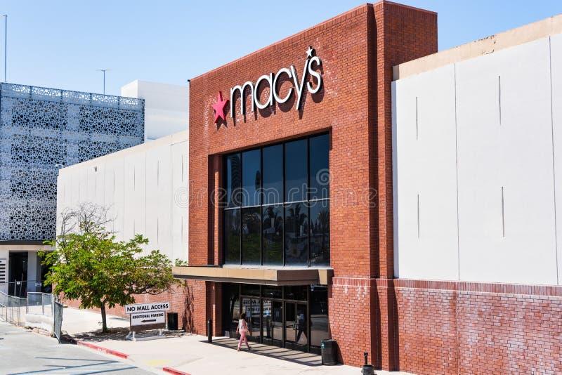 9. August 2019 San Jose/CA/USA - Außen- Ansicht des Macy's-Speichereingangs gelegen in einem Einkaufszentrum in Süd-San Francisco lizenzfreie stockfotografie
