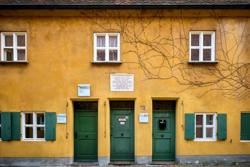 Augusta: Fuggerei - il più vecchio alloggio sociale del mondo La Baviera, Germania fotografie stock