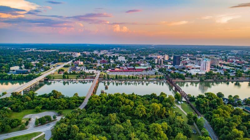 Augusta, Georgië, de V.S. de Horizonantenne Van de binnenstad langs de Savanne royalty-vrije stock afbeelding