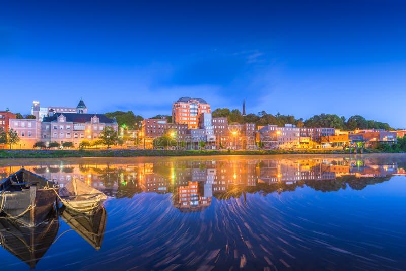 Augusta, Maine, orizzonte del centro di U.S.A. sul fiume kennebec immagine stock libera da diritti