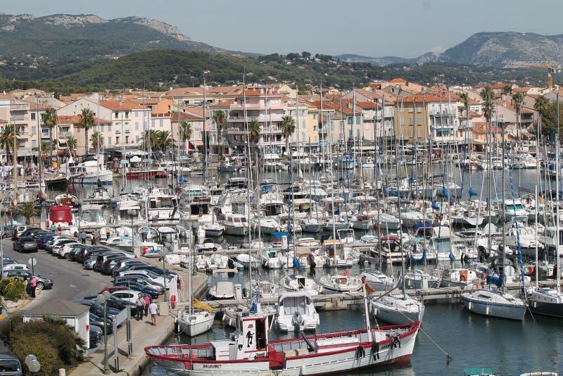 Augusti dag på kusten av medelhavet i Frankrike royaltyfri foto