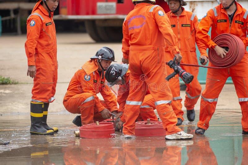 2018 Augusti 7, Lampang, Thailand, brandmän som utbildar, katastrof t arkivbild