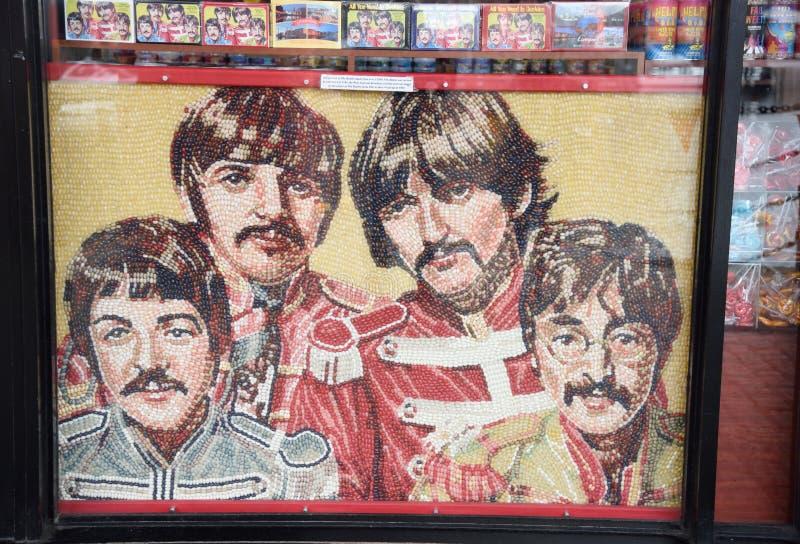 Augusti 8, 2017, Liverpool, England En stående av Beatleset, vaggar - och - rullar gruppen, som komponeras av 15.000 Jelly Beans  royaltyfri bild