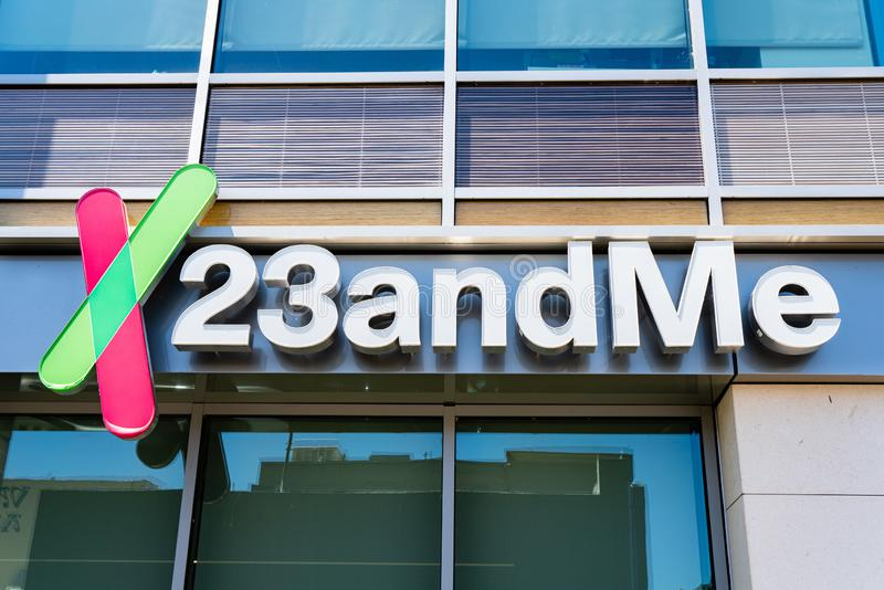 Augusti 8, 2019 Mountain View/CA/USA - högkvarter 23andme i Silicon Valley; Baserat på en salivprövkopia, ger 23andMe arkivbild