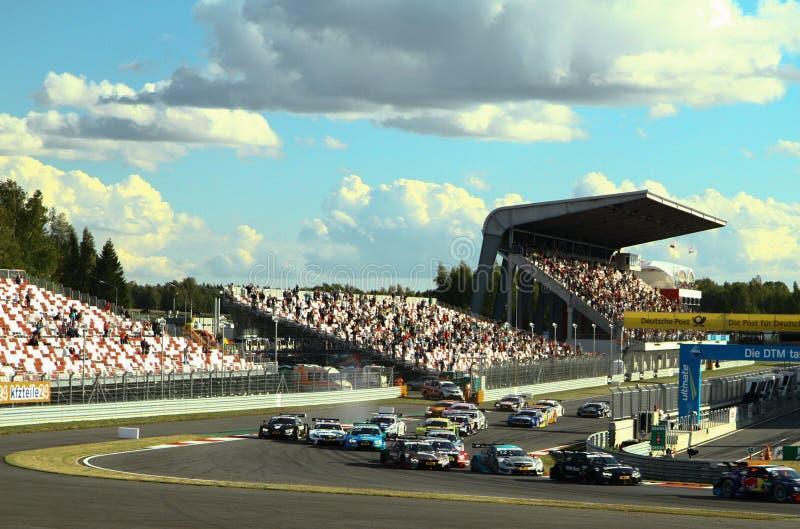 Augusti 29, 2015: Utöver det vanliga etapp av kapplöpningsbanan för Moskva för Porsche sportutmaning inom ramen av DTM-loppet arkivfoton