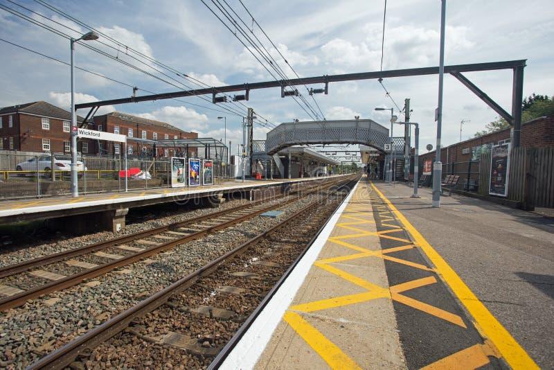 Augusti 2017, Wickford, Essex, järnvägsstationplattform royaltyfri foto