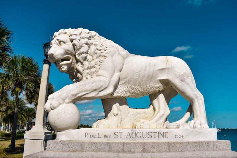 Augustine, Florida 26. Januar 2019 Löwe auf Brücke von den Löwen errichtet im Jahre 1924 an der alten Stadt in Floridas historisc stockbilder