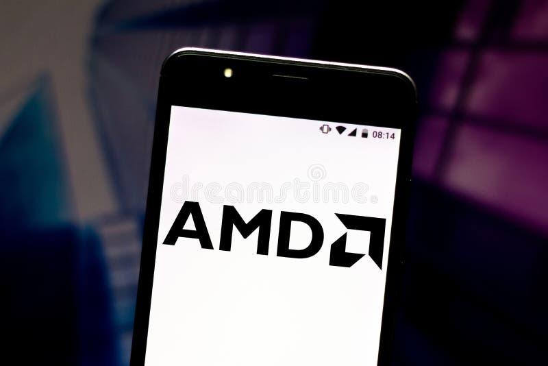 2 augustus 2019, Brazilië In deze fotoillustratie wordt het AMD-logo Advanced Micro Devices (Geavanceerde microapparaten) op een  royalty-vrije stock afbeelding