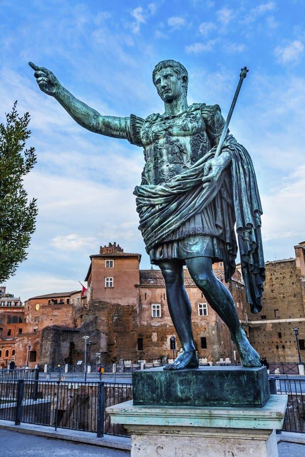 Augustus Caesar Statue Trajan Market Rome Itália foto de stock