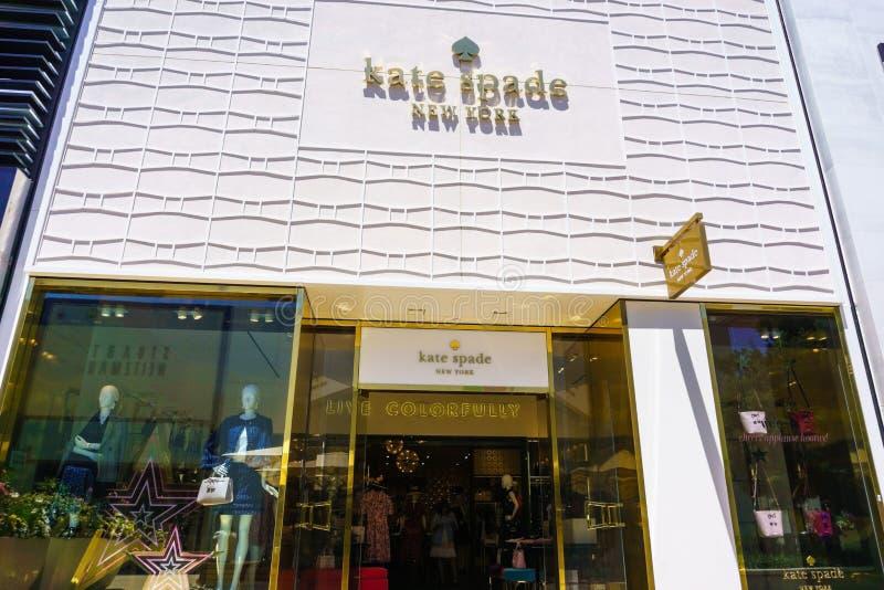 Augustus 2, 2018 Palo Alto/CA/de V.S. - Kate Spade New York-opslagvoorgevel en ingang in openluchtstanford shopping mall voor de  royalty-vrije stock fotografie