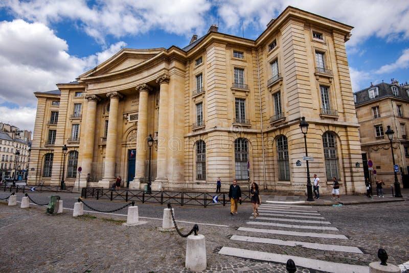 11 augustus, 2017 - Parijs, Frankrijk Universiteit pantheon-Sorbonne in Parijs stock afbeelding