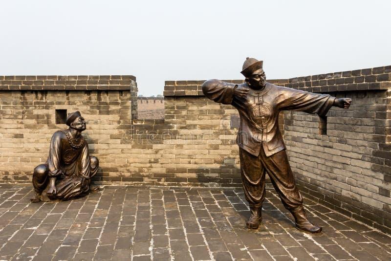 Augustus 2013 - Pingyao, China - Decoratieve standbeelden op de oude muren die de Oude stad van Pingyao beschermen royalty-vrije stock fotografie