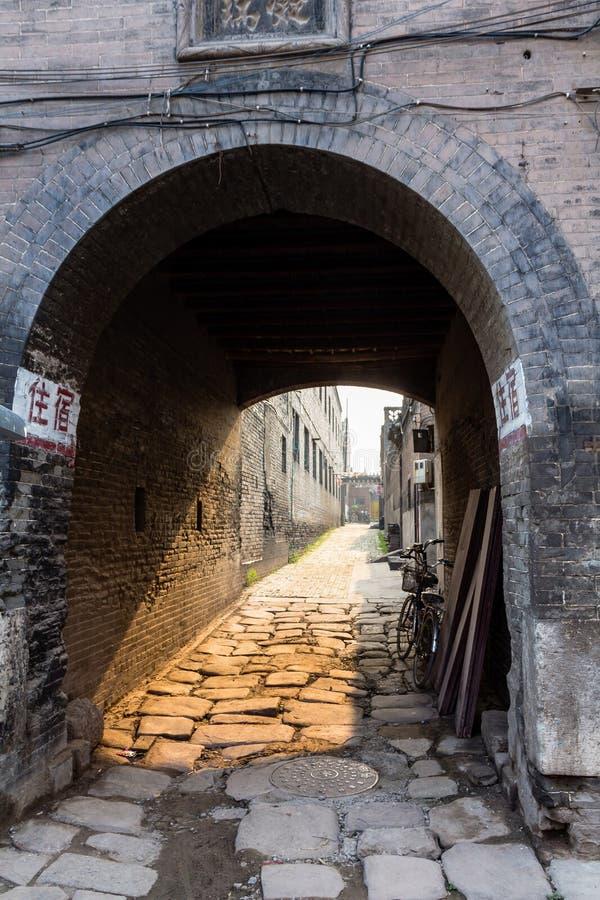Augustus 2013 - Pingyao, Shanxi, China - Één van de oude straten van de Oude Stad van Pingyao royalty-vrije stock afbeeldingen