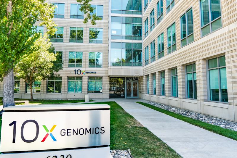 25 augustus 2019 Pleasanton / CA / USA - 10x Genomics hoofdkwartier in Silicon Valley; 10x Genomics is een Amerikaanse biotechnol royalty-vrije stock afbeeldingen