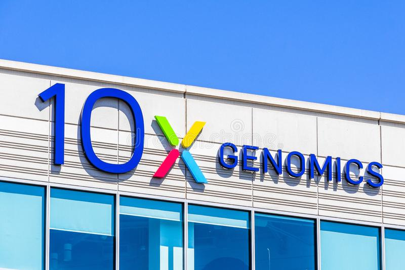 25 augustus 2019 Pleasanton / CA / USA - 10x Genomics hoofdkwartier in Silicon Valley; 10x Genomics is een Amerikaanse biotechnol stock afbeelding