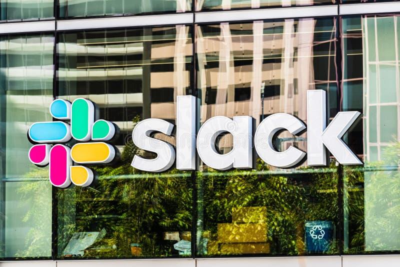 21 augustus 2019 San Francisco/USA - Slack Technologies, Inc. ondertekenen bij hun hoofdkwartier in het district SOMA; Het belang royalty-vrije stock fotografie