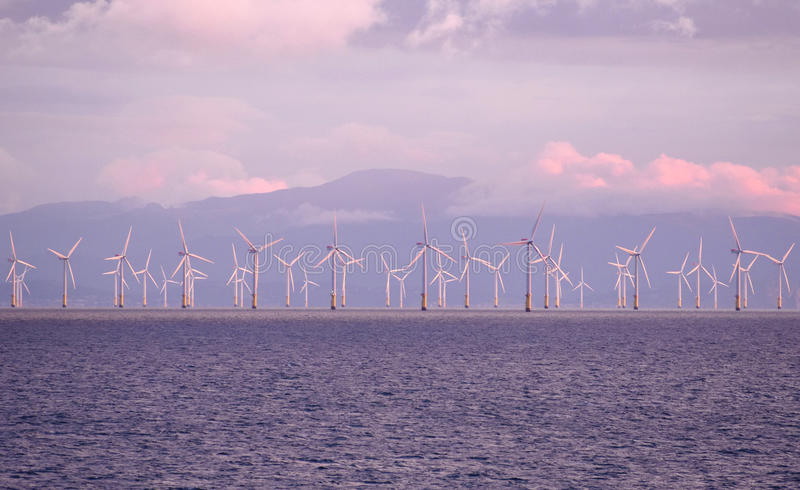 8 augustus, 2017, Windturbines, het Ierse Overzees dichtbij Liverpool, het Verenigd Koninkrijk stock fotografie