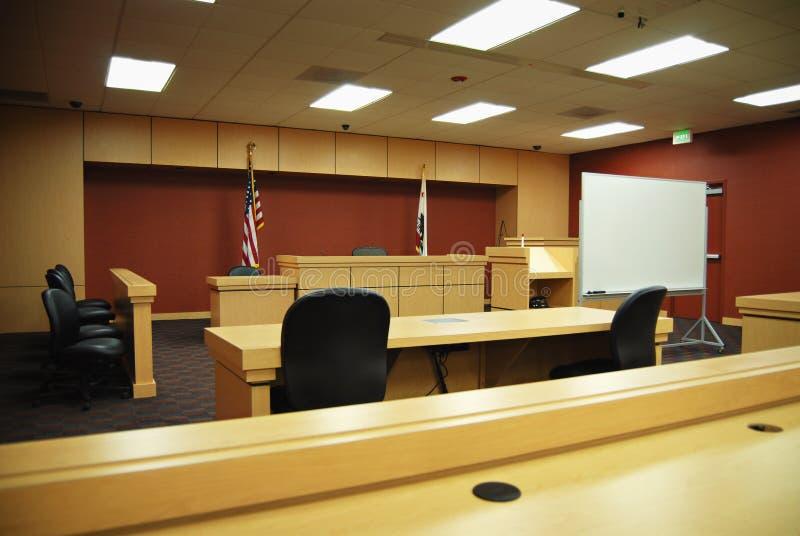 Aula giudiziaria vuota fotografie stock