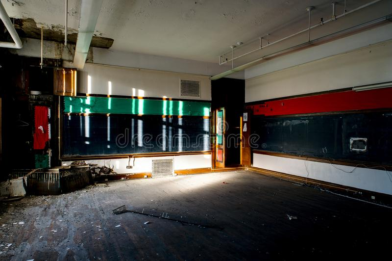 Aula vuota - san abbandonato Philomena School, Cleveland orientale, Ohio fotografie stock