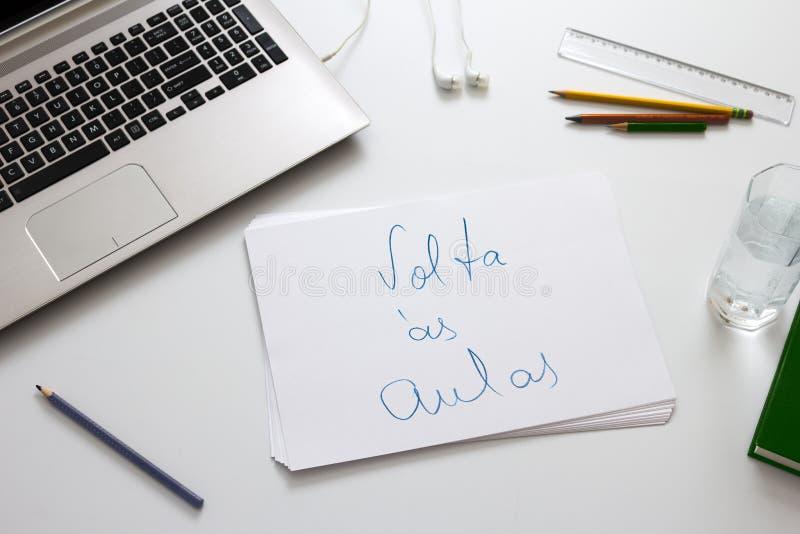 ` Aulas`zelfde van Volta à s zoals ` terug naar school ` in Portugese taal stock afbeelding