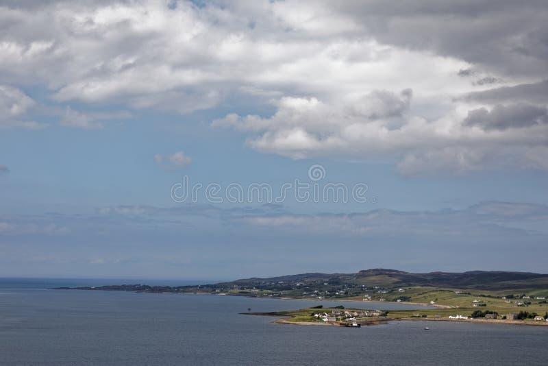 Aultbea и Loch Ewe - Вестер Росс, Highlands, Шотландия стоковые фотографии rf