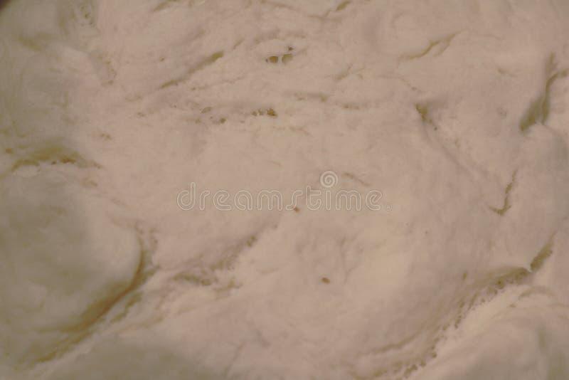 Aumentação da massa de pão fresco foto de stock royalty free