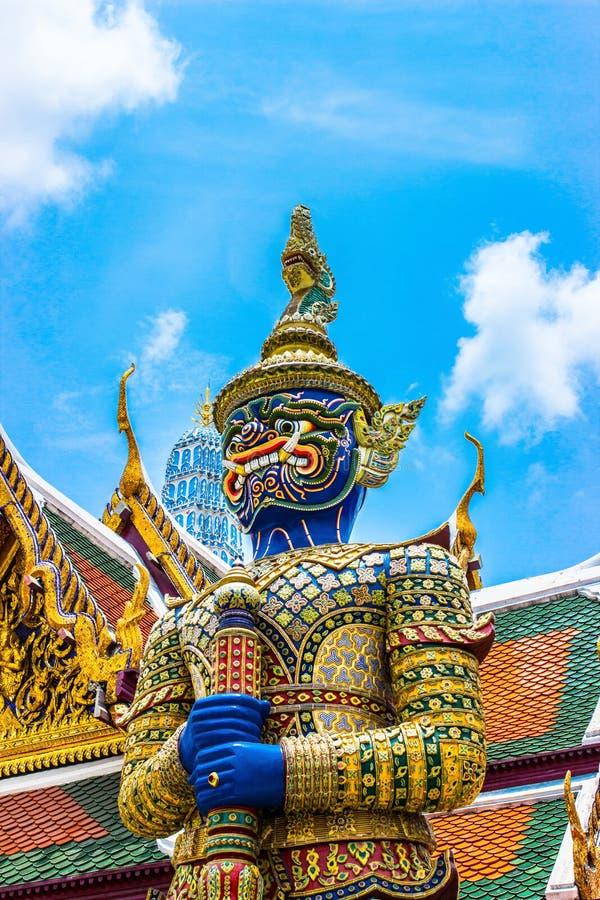 Download Aumentado En El Kaew Del Phra Del Wat Foto de archivo - Imagen de diseño, rojo: 42437406