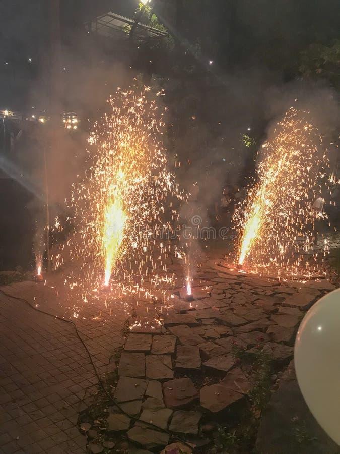 Aumente acima o fogo de artifício na terra imagens de stock