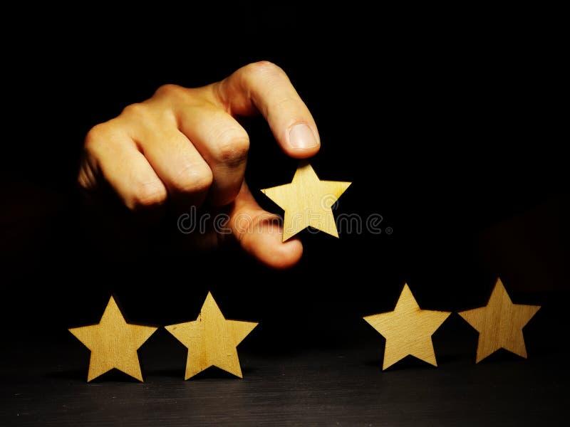 Aumente el grado Evaluación del negocio con cinco estrellas imagen de archivo