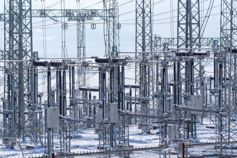 Aumenti di costo dell'elettricità Sottostazione elettrica di distribuzione immagine stock