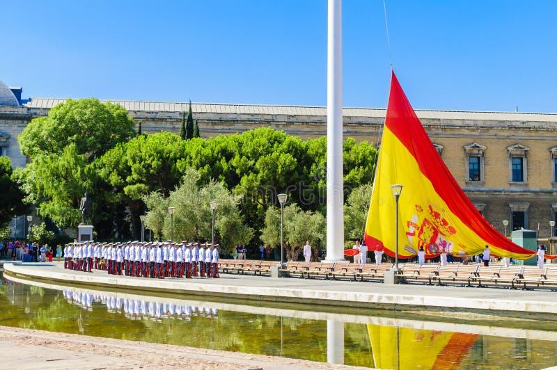 Aumento de la bandera española fotografía de archivo libre de regalías