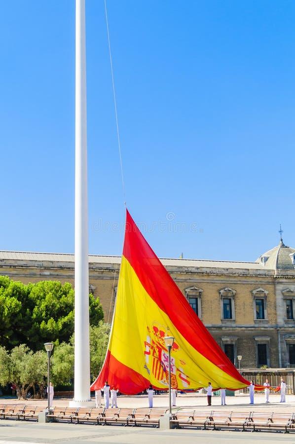Aumento de la bandera española imagenes de archivo