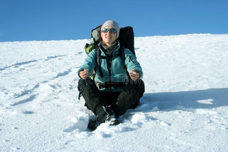 Aumento di inverno sulle racchette da neve fotografia stock libera da diritti
