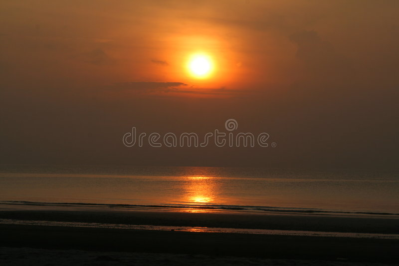 Aumento di Sun alla spiaggia immagini stock