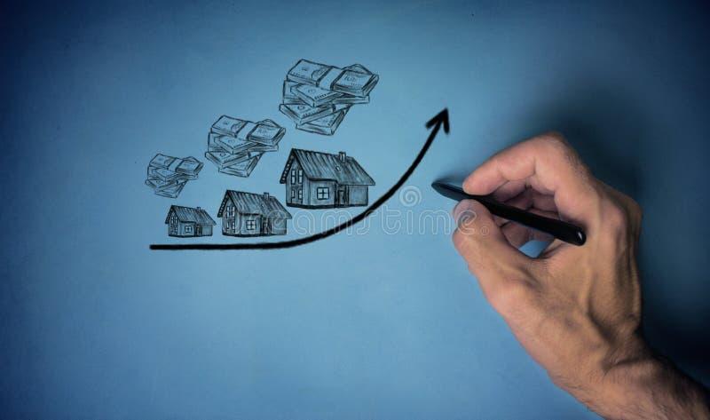 Aumento do custo das casas, conceito dos bens imobiliários imagem de stock