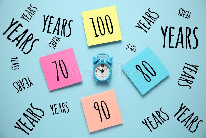 Aumento en comunidad de la longevidad Sociedad que envejece, retiro Crecimiento de la extensi?n de vida media imagen de archivo libre de regalías