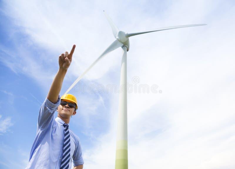 Aumento profissional do coordenador seu dedo com gerador de vento imagem de stock royalty free