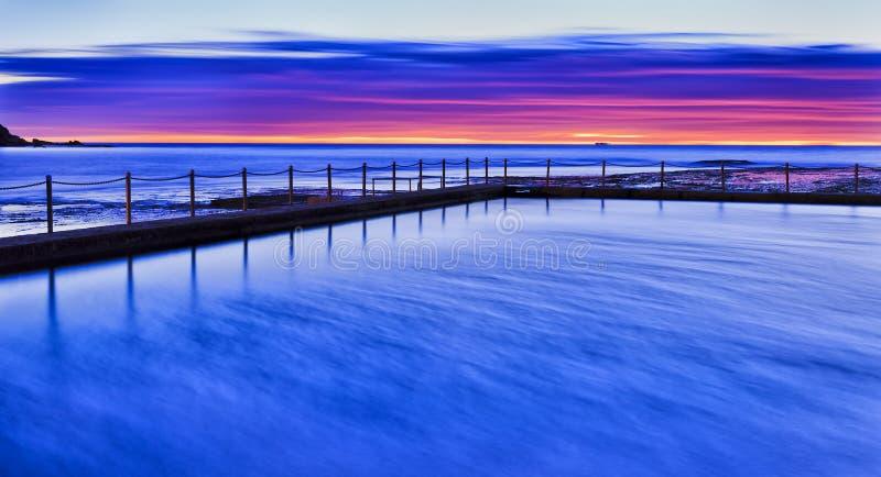 Aumento rosso del mare m. Vale Pool Blue fotografie stock